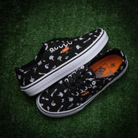Vans/ Authentic Black low stretch canvas shoes