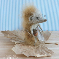 Felted hedgehog, cute hedgehog, waldorf doll, fairytale figurine, needle felt, stuffed toy, felt ornement, tender mouse