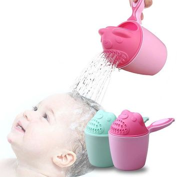 Cartoon Baby Bath Caps Baby Shampoo Cup Children Bathing Bailer Baby Shower Spoons Child Washing Hair Cup Kids bath Tool