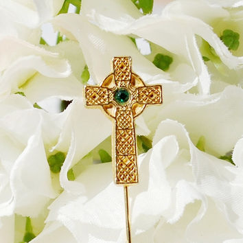 Vintage Hat Stick Pin / Brooch, Celtic Irish Cross, Gold Tone Metal, Green Rhinestone / Glass Crystal, 1950s 1960s Mad Men Jewelry