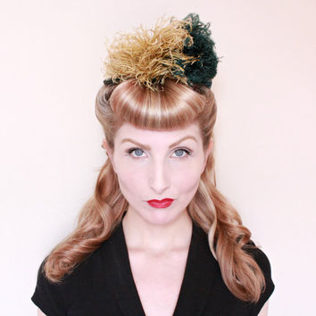 1930s Hat / VINTAGE / 30s Hat / Green Velvet / Feathers / V back / Pretty