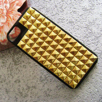 iphone 5C case, Golden studded iphone 4/4S/5/5S/5C case,Gold pyramid studs with black Hard Case Cover,iPhone 5 case,super shinning