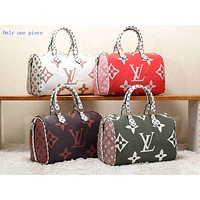 LV Hot Selling Male and Female Printed Bags and Single Shoulder Bags