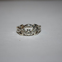Size 5 Irish Claddagh Heart ring Vintage Sterling Silver Ring Free US Shipping