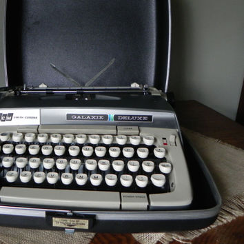Vintage typewriter dark grey gray smith corona galaxy deluxe with case great condition