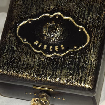 PISCES lock Box. Gift Set. Black & Gold. Wooden lockable box. FREE Pisces pendant. Can be Personalised. Keepsake. Trinket Jewellery Box