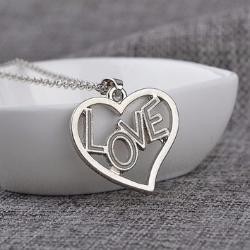 Fashion Jewelry Gift Charming Luminous Love Heart Necklace Shellhard Glow in the Dark Letter Necklaces & Pendants