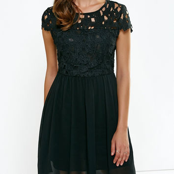 Open Back Lace Splicing Pleated Black Dress