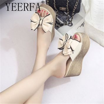 2018 waterproof ladies slippers out email platform wedge sandals thick high-heeled platform flip flops black white size 34-40