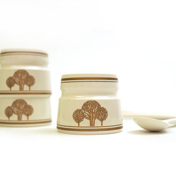 6 x Vintage cream and gold plastic egg cups with spoons. Printed tree design. Emsa West Gremany. 60s /70s