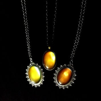 Mood change vintage style 60's necklace