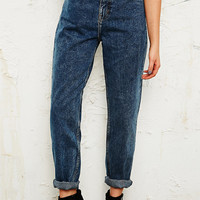 BDG Mom Jeans in Mid Wash - Urban Outfitters