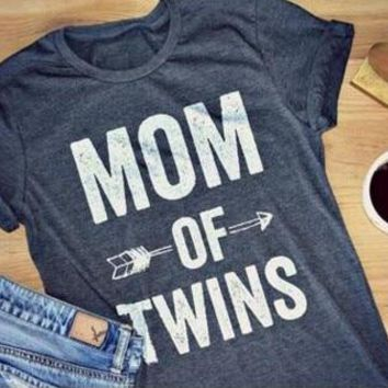 Fashion Sexy Letter Custom Tee MOM OF TWINS Graphic T-Shirt Casual Short Sleeve tshirts Hipster Tumblr Cotton Top Outfits