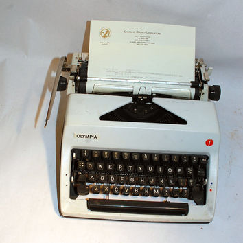 vintage manual Olympia SM Deluxe Typewriter white and black working in original case