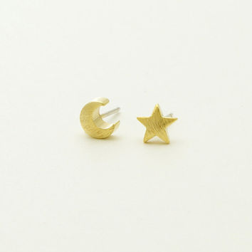 Tiny Star and Crescent Stud Earrings / Silver, Gold / E054