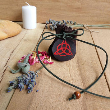 Wicca leather pouch with herbs / Triquetra crystal bag / Coin purse / Witch / Amulet bag / Pagan / Herbs / Lavender