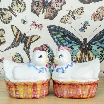 Kitchen Decor- Kitch Decor- Salt & Pepper Shakers- Chickens- Room Decor- Shabby Chic Decor-  Home Decor- Boho Decor - Bohemian- Vintage 1950