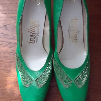 1950s 1960s Kelly Green Leather Pumps, Shoes, Heels, Cut Outs, Embroidery, Size 8.5M US