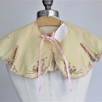 CLEARANCE: Vintage 1920s 1930s Baby Bed Jacket