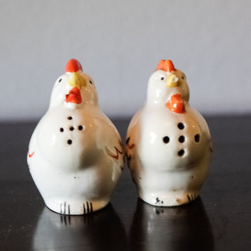 Chicken - Hen - Salt and Pepper Shakers - Farm Animals - Barnyard - Country