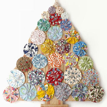 Yo Yo Christmas Tree Wall Hanging, Handmade Burlap & Fabric Holiday Door Decoration