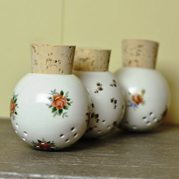 Set of 3 Pomanders Porcelain Sachet Balls for Potpourri Aromatherapy Air Freshener Home Decor