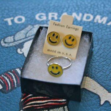VTG 90s Smiley Face Ring and Earring Set