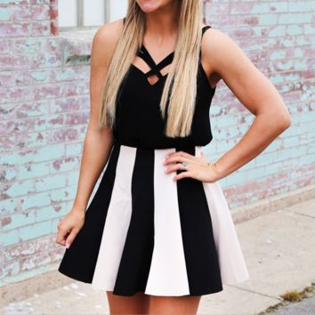 Black and white stripe splicing condole strapless dress