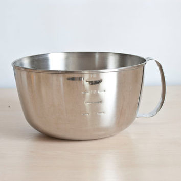 West Bend Grip N Whip Stainless Steel Mixing Bowl, Pour Spout Measurements, 3 Quarts