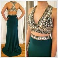 Stunning Two Piece V neck Long Mermaid Prom Dresses 2017 Emerald Green Sleeveless Crystals Halter 2017 Prom Dress for Queen