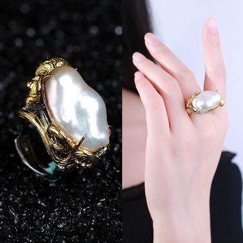 En-longed Pearl Baroque Ring