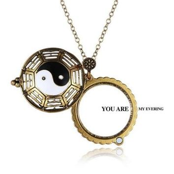 Retro Hollow Yin and Yang Gossip Magnifying Glass Necklace New F