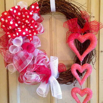 Valentines Day Wreath, Grapevine Valentines Wreath, Valentine's Day Decor, Heart Wreath, Red and White Valentines Wreath