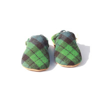 Baby shoes, Baby hand made moccasins, Baby booties, toddler shoes, soft sole shoes, Plaid baby shoes- fall baby booties