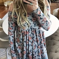 Crescent Flower Top in Gray