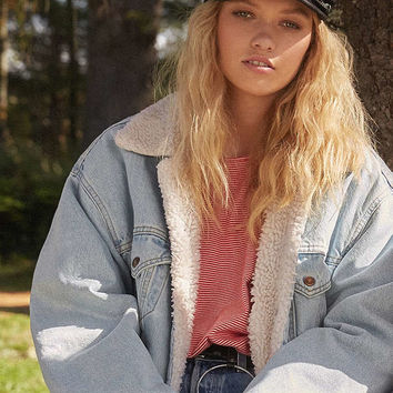 Levi's Sherpa Denim Jacket | Urban Outfitters