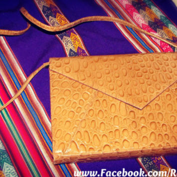 Large Tan/Camel Envelope Clutch/Purse - Crocodile pleather //Like New// - with removable strap