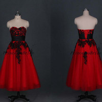 2014 red tulle prom gowns with black lace applique,strapless a-line wedding dress,affordable tea length dressews for homecoming party