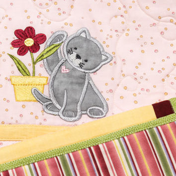 Kitten Applique Quilt. Baby blanket. Baby Applique Bedding. Baby quilt.
