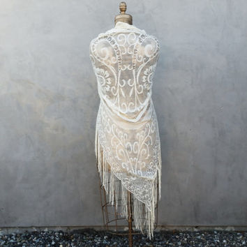 Vintage Ivory Lace Shawl With Fringe an Filigree Pattern