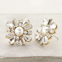 Salted Petal Posts by Anthropologie Pearl One Size Earrings