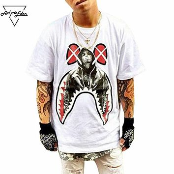 New Design Creative Spoof Shark Mouth Print Men Loose T-shirt Personality Street wear Burst Section Man T shirt