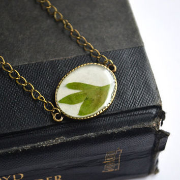 Pressed Plant Botanical Necklace, Green Leaf Resin Jewelry, Real Plant Jewelry, Flowers in Resin,Canadian Shop