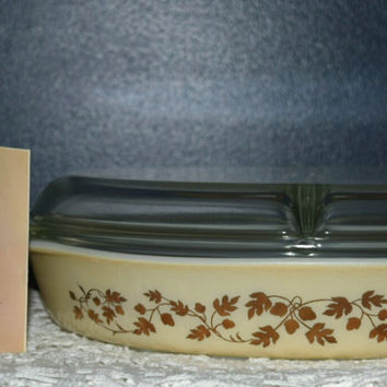 Vintage Glassware-Pyrex-Divided-Serving-Dish-Golden Acorn-1.5-quart