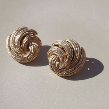 Trifari Gold earrings Vintage clip on