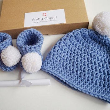It's a BOY Pregnancy announcement Baby boy reveal Grandparents baby reveal to family Pregnancy reveal grandparents New baby gift Booties Hat