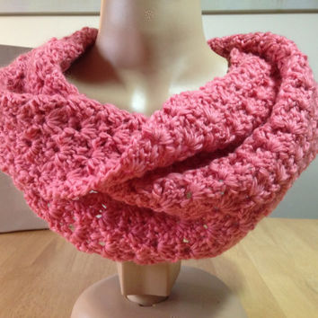 Cowl handspun corriedale yarn, Salmon colour, Scarf, neck wrap, pretty shell pattern, wool has lustre, twist sewn in, infinity scarf
