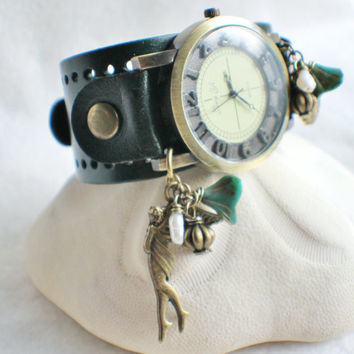 Wrist watch, in green leather with bronze adornments, locket and freshwater pearls.