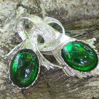 Emerald Green Lucite Leaf Brooch  Silver Tone Vintage Pin