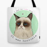 Grumpy cat love Tote Bag by hannahclairehughes